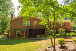 Redwine 1 – Large Furnished 5 Bedroom Home In Fayetteville With 2 Separate Living Spaces, 2 Kitchens & Hot Tub Near Pinewood Studios