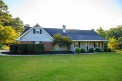 Chateau Drive – Beautiful Furnished 2 Story Home In Quiet Neighborhood Near Pinewood Studios