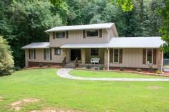 Cedar Circle – Spacious Fully Furnished 3 Level Home in Fayetteville with Guest Suite & Jacuzzi Near Pinewood Studios