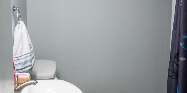 Full Hallway Bathroom - Guest Suite