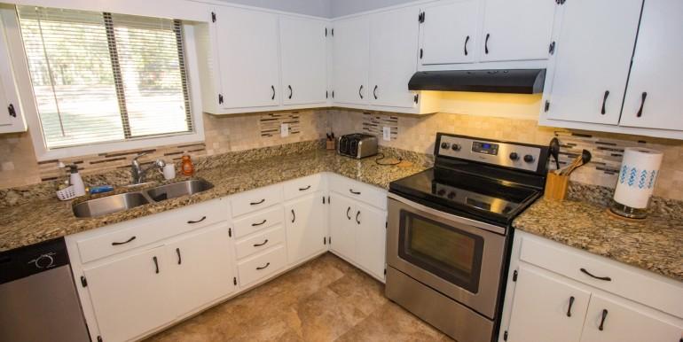Full Kitchen - Main Level 002