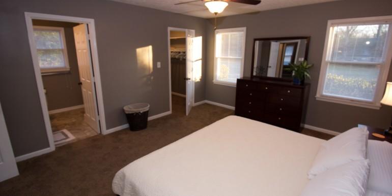 Master King Bedroom (2)