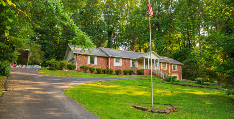Headland Drive – 6 Bedroom Fully Furnished Home – 15 Minutes To The Airport & Downtown ATL With Hot Tub!