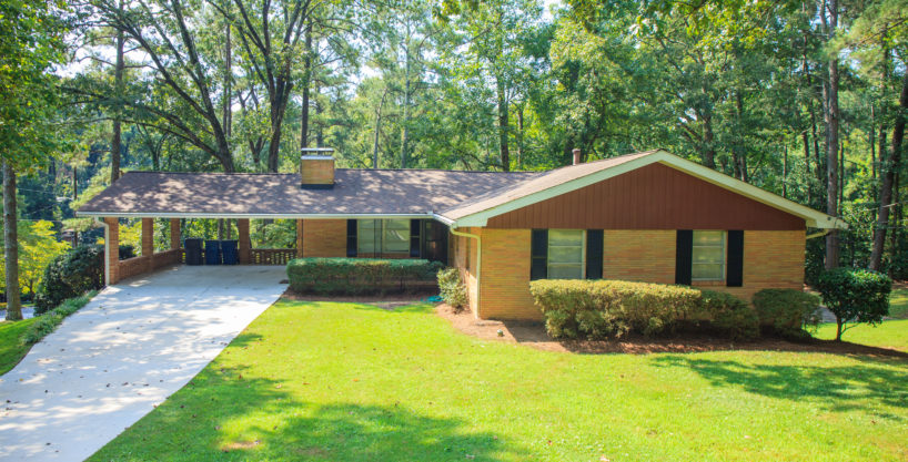 Wood Hill Lane – 5 Bedroom Fully Furnished Home – 15 Minutes To The Airport & Downtown ATL With Pool Table!!