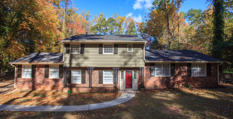 Lakeshore Dr – 5 Bedroom Fully Furnished Home – 8 Minutes To The Airport & Close To Downtown ATL With Hot Tub!