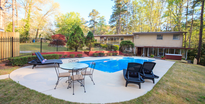 Duke of Gloucester – 6 Bedroom Fully Furnished Home – 10 Minutes To The Airport & 20 Minutes To Downtown ATL With Pool & HotTub!