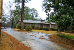 Pine Trail – Beautiful Serene Private Fully Furnished Brick Ranch Style Home On 4.5 Acres with Piano Near Pinewood Studios!